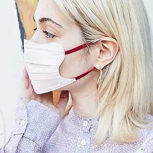 芸能人愛用マスク、気になるお洒落なデザインマスクは?